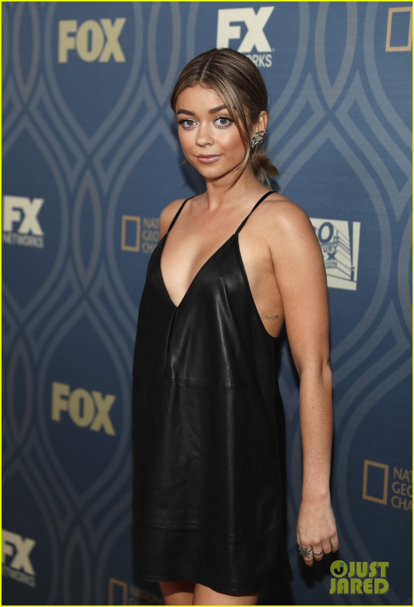 sarah hyland maisie williams 2016 emmys party 17