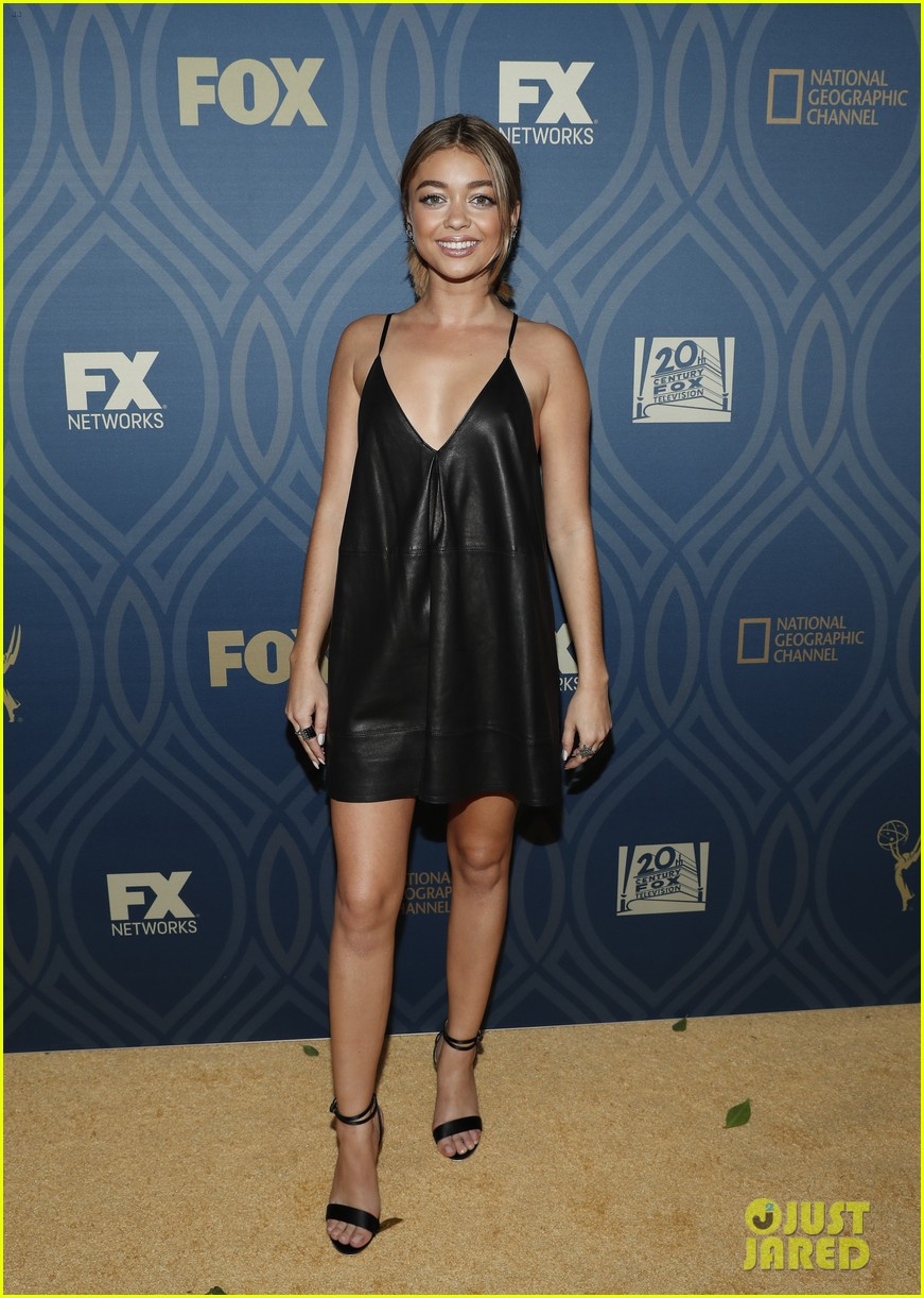 sarah hyland maisie williams 2016 emmys party 18