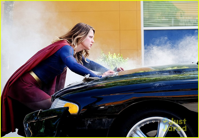 supergirl season 2 premiere photos superman 03