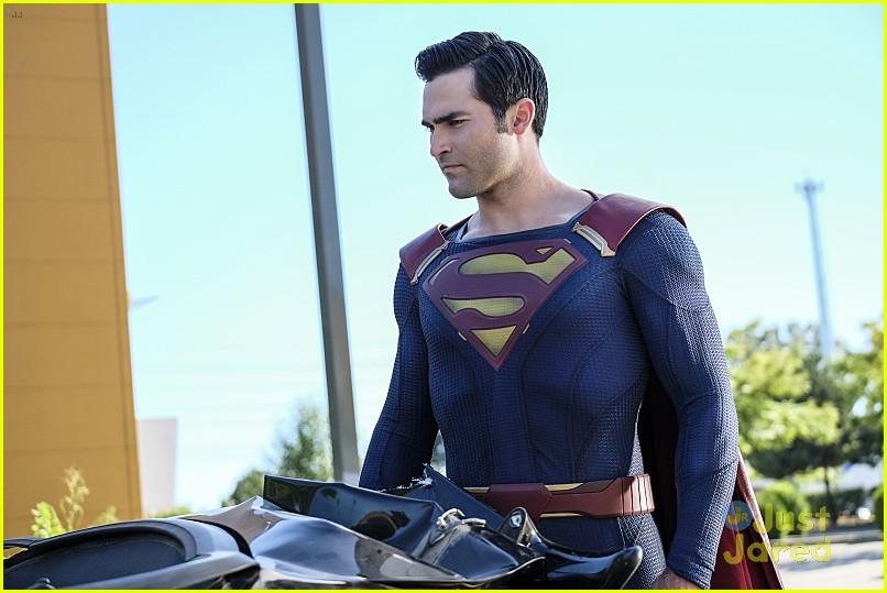 supergirl season 2 premiere photos superman 13