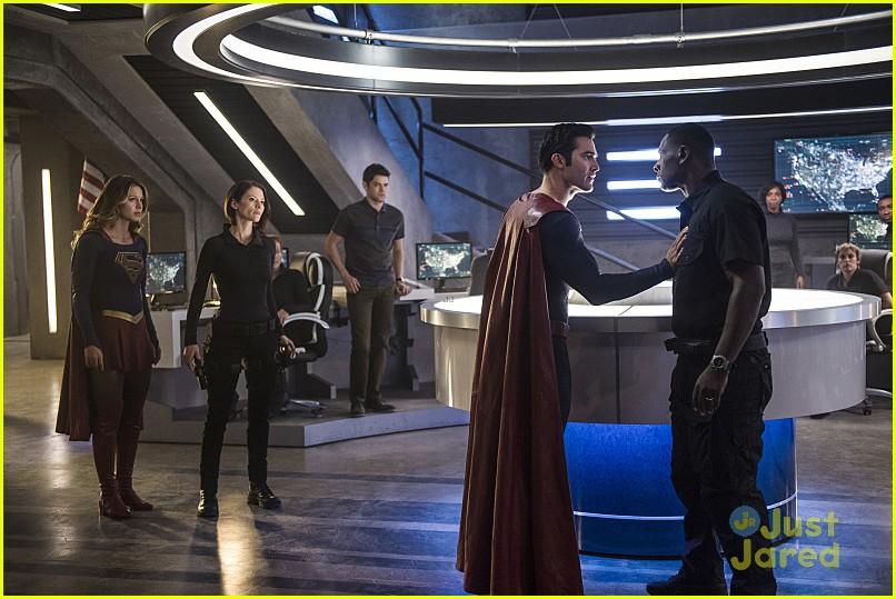 supergirl season 2 premiere photos superman 17