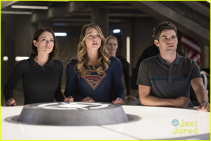 supergirl season 2 premiere photos superman 24