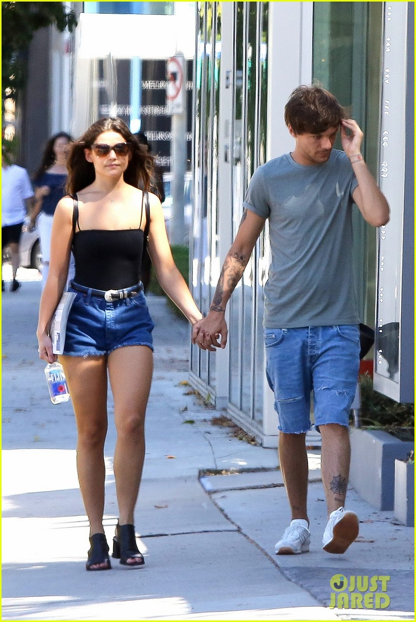 is miley dating liam