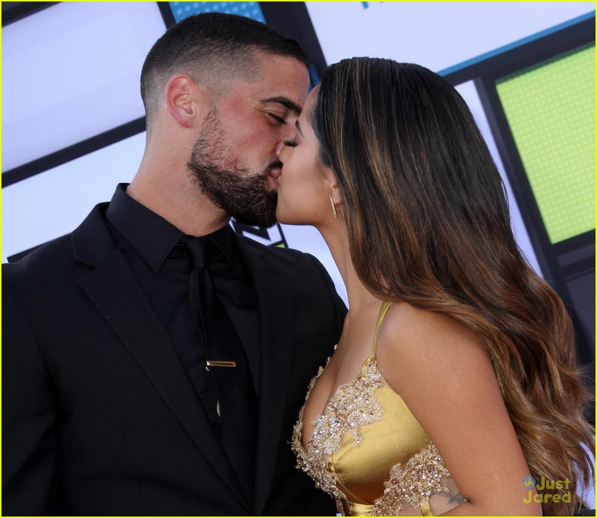 http://cdn01.cdn.justjaredjr.com/wp-content/uploads/2016/10/becky-seb/becky-g-sebastian-lletget-kiss-latin-amas-12.jpg