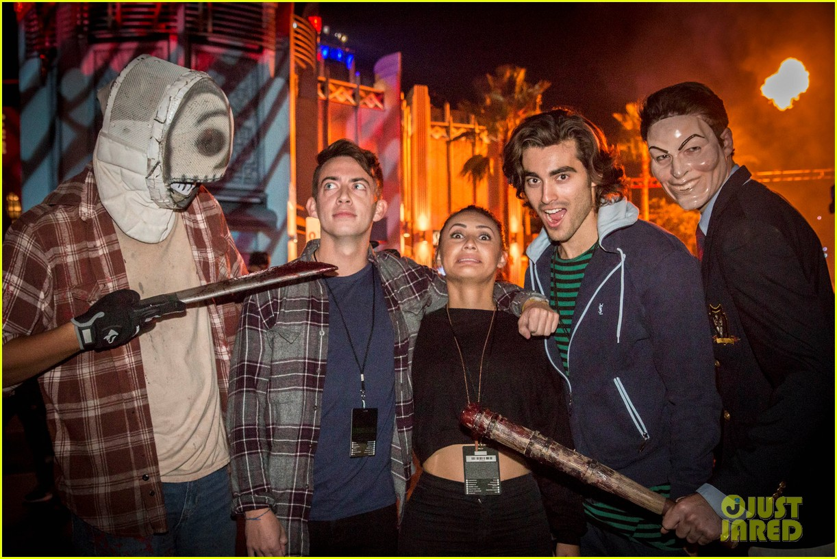 bella thorne tyler posey couple up at halloween horror nights 08