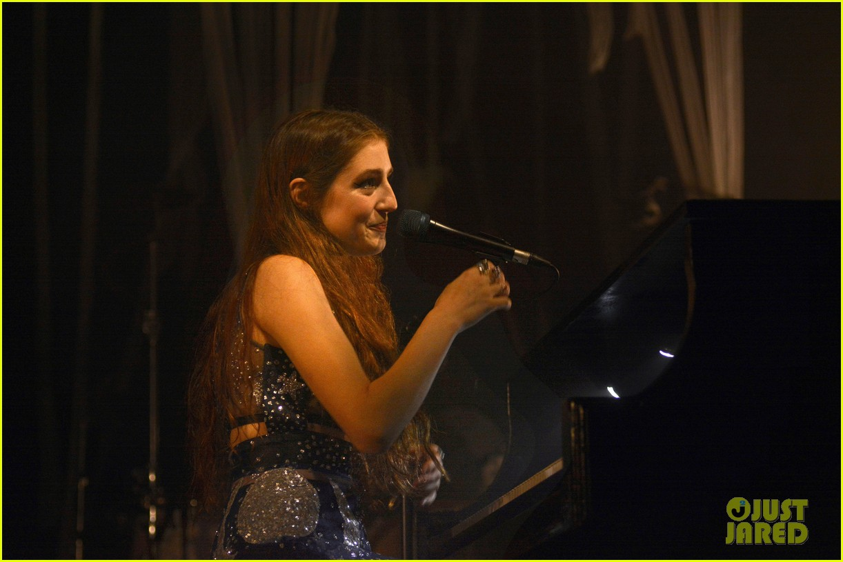 birdy performs germany bird cages 05