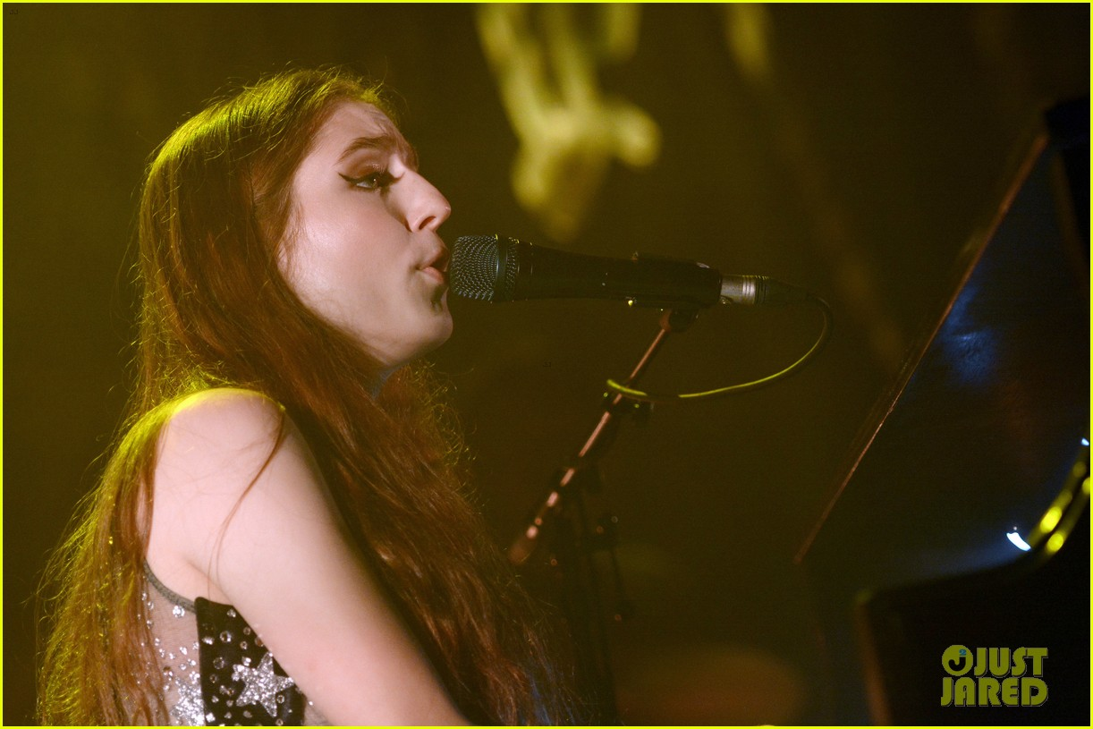 birdy performs germany bird cages 08