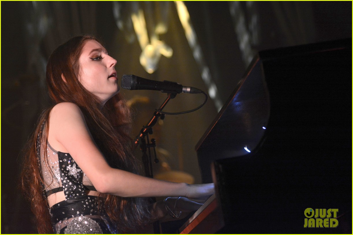 birdy performs germany bird cages 09