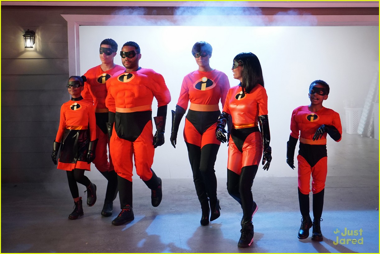 blackish family dress as incredibles for halloween 01