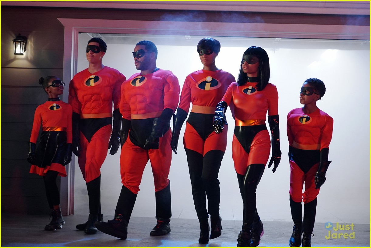 blackish family dress as incredibles for halloween 19