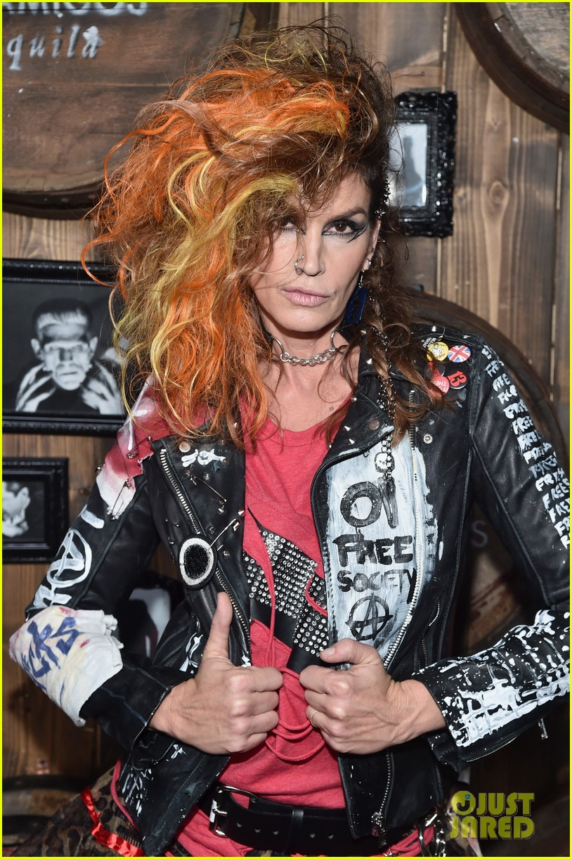 kaia gerber goes punk rock for halloween party in la | photo 1045076