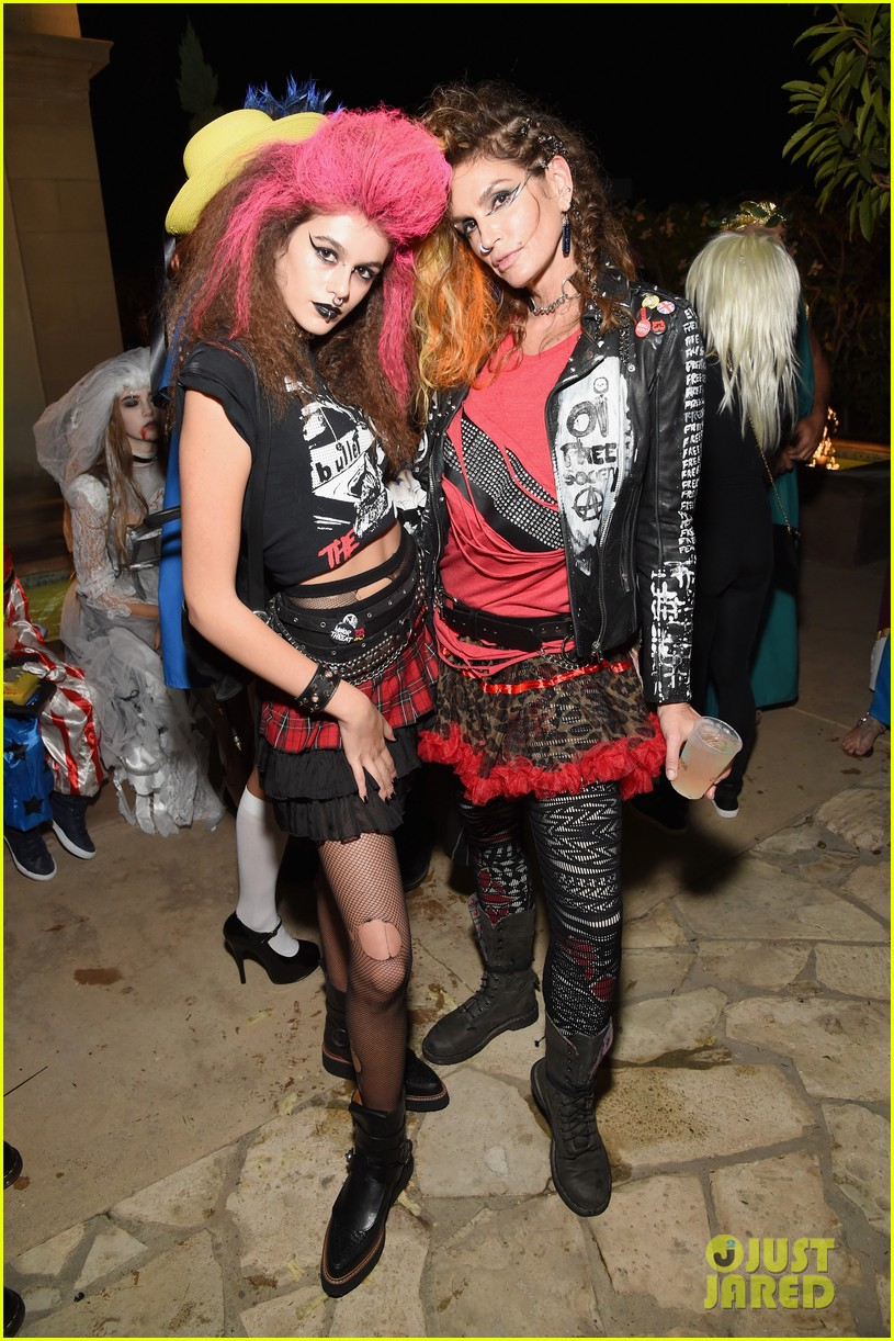 kaia gerber goes punk rock for halloween party in la | photo 1045077