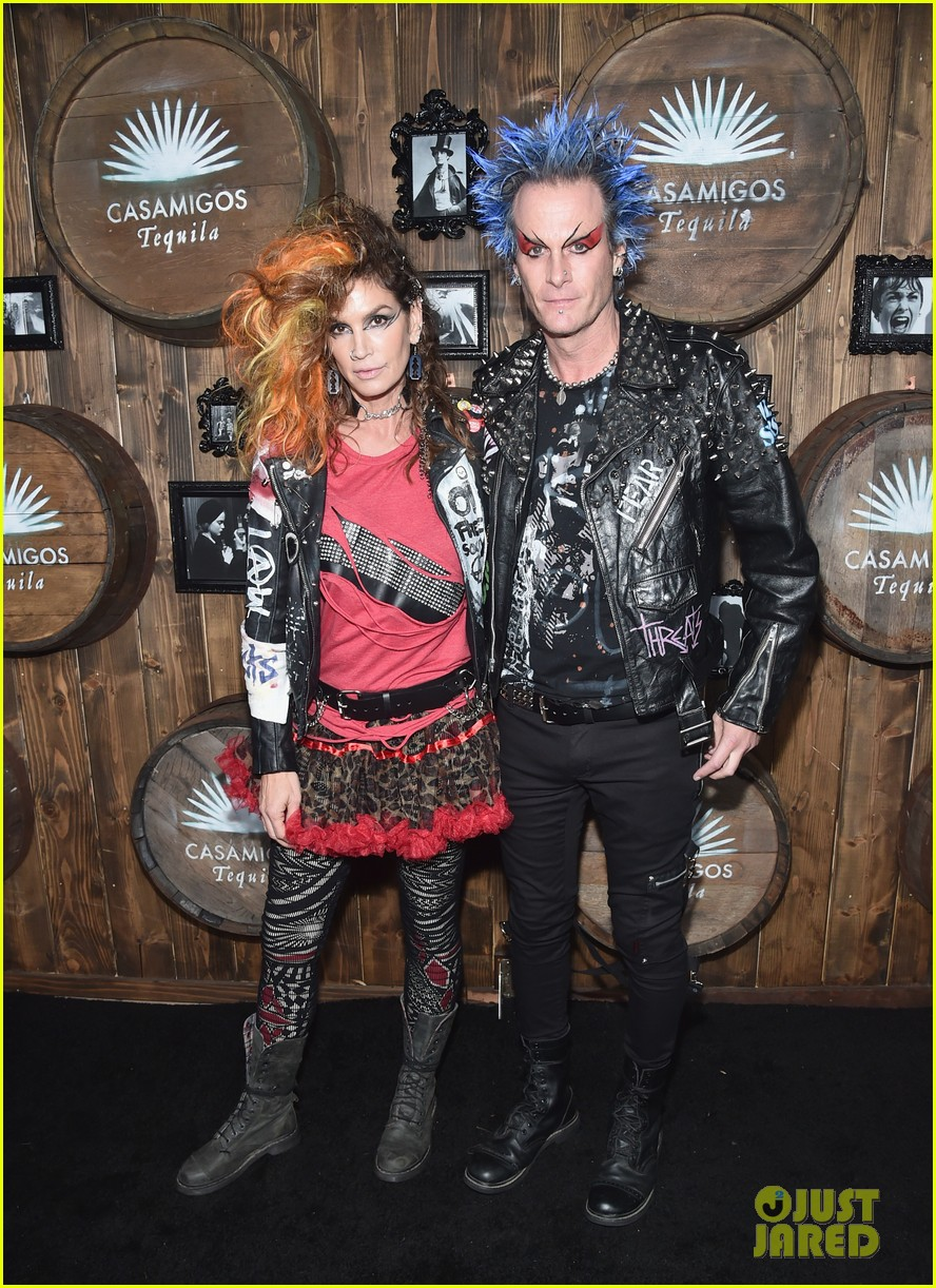 kaia gerber goes punk rock for halloween party in la | photo 1045078