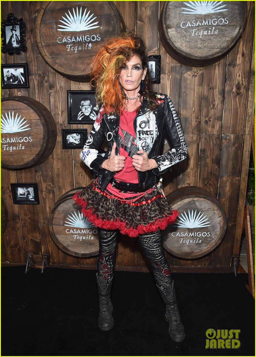 kaia gerber goes punk rock for halloween party in la | photo 1045081