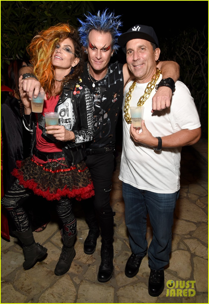 kaia gerber goes punk rock for halloween party in la | photo 1045082