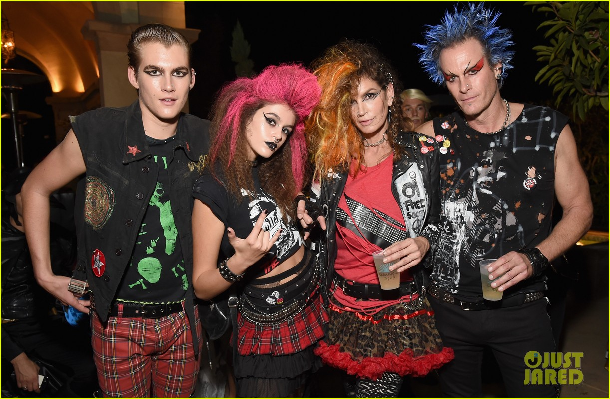 kaia gerber goes punk rock for halloween party in la | photo 1045084