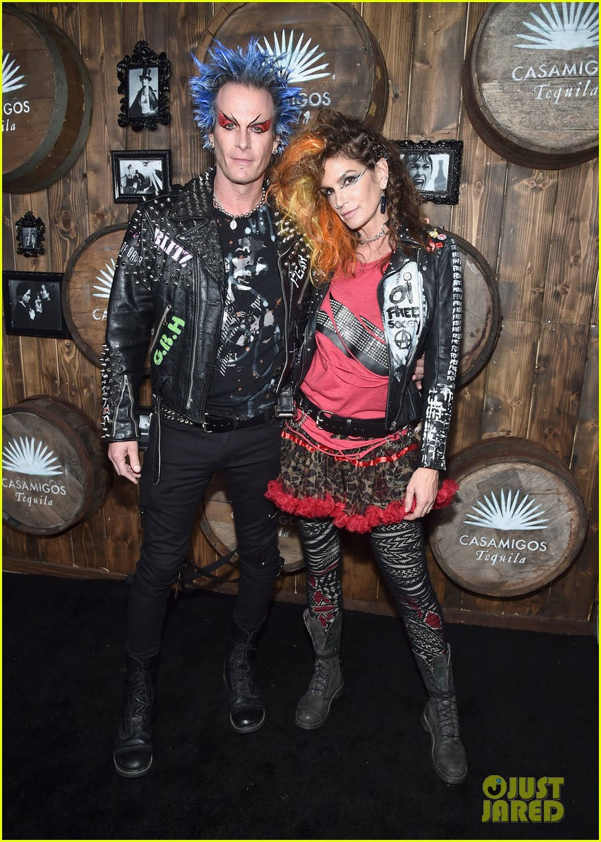 kaia gerber goes punk rock for halloween party in la | photo 1045085