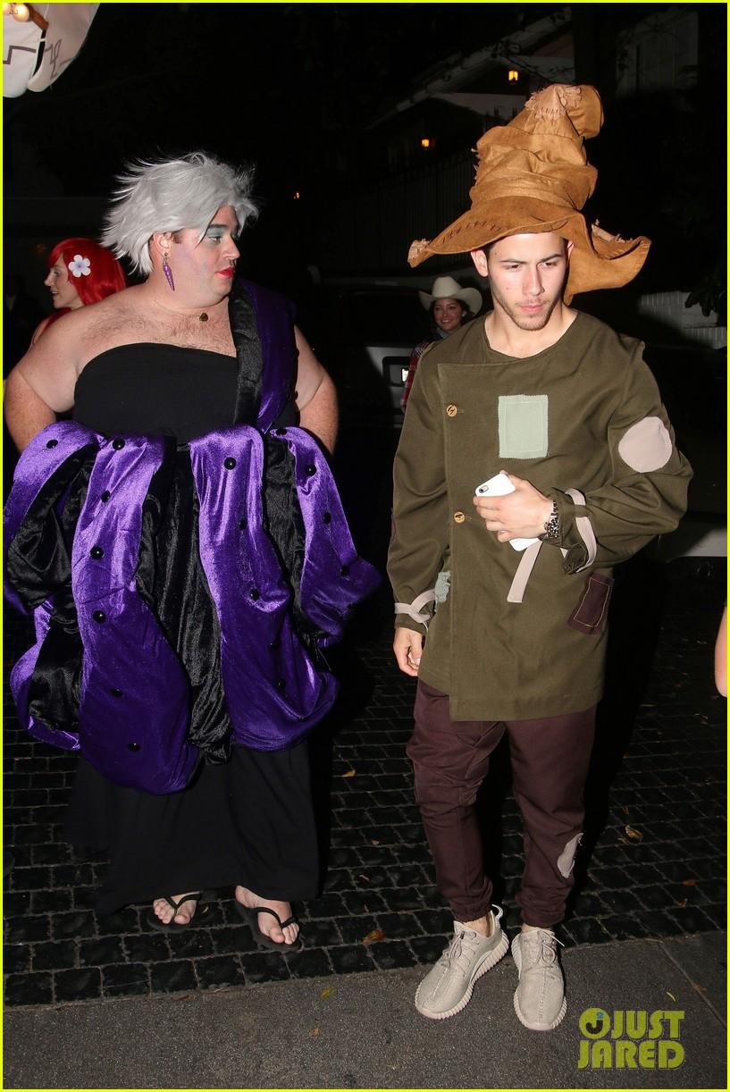 nick jonas scarecrow costume 2016 halloween 03