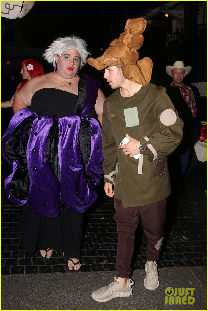 nick jonas scarecrow costume 2016 halloween 05