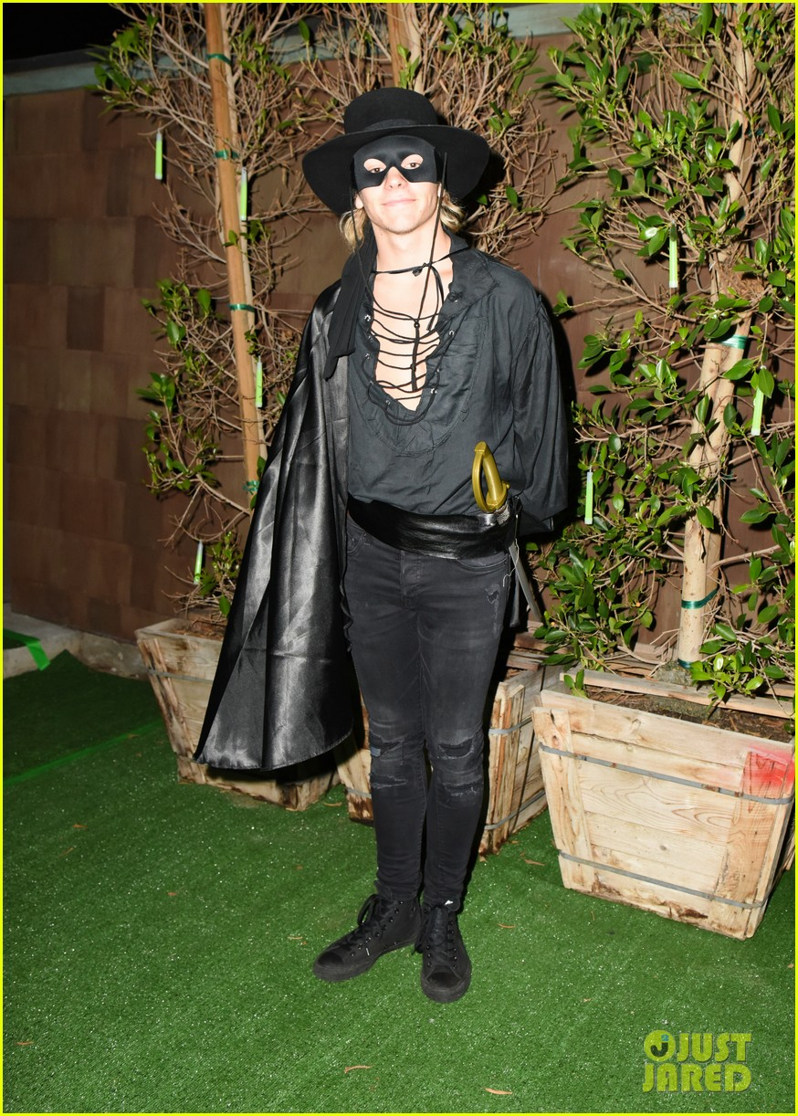 ross lynch courtney eaton couple up at just jared halloween party 09