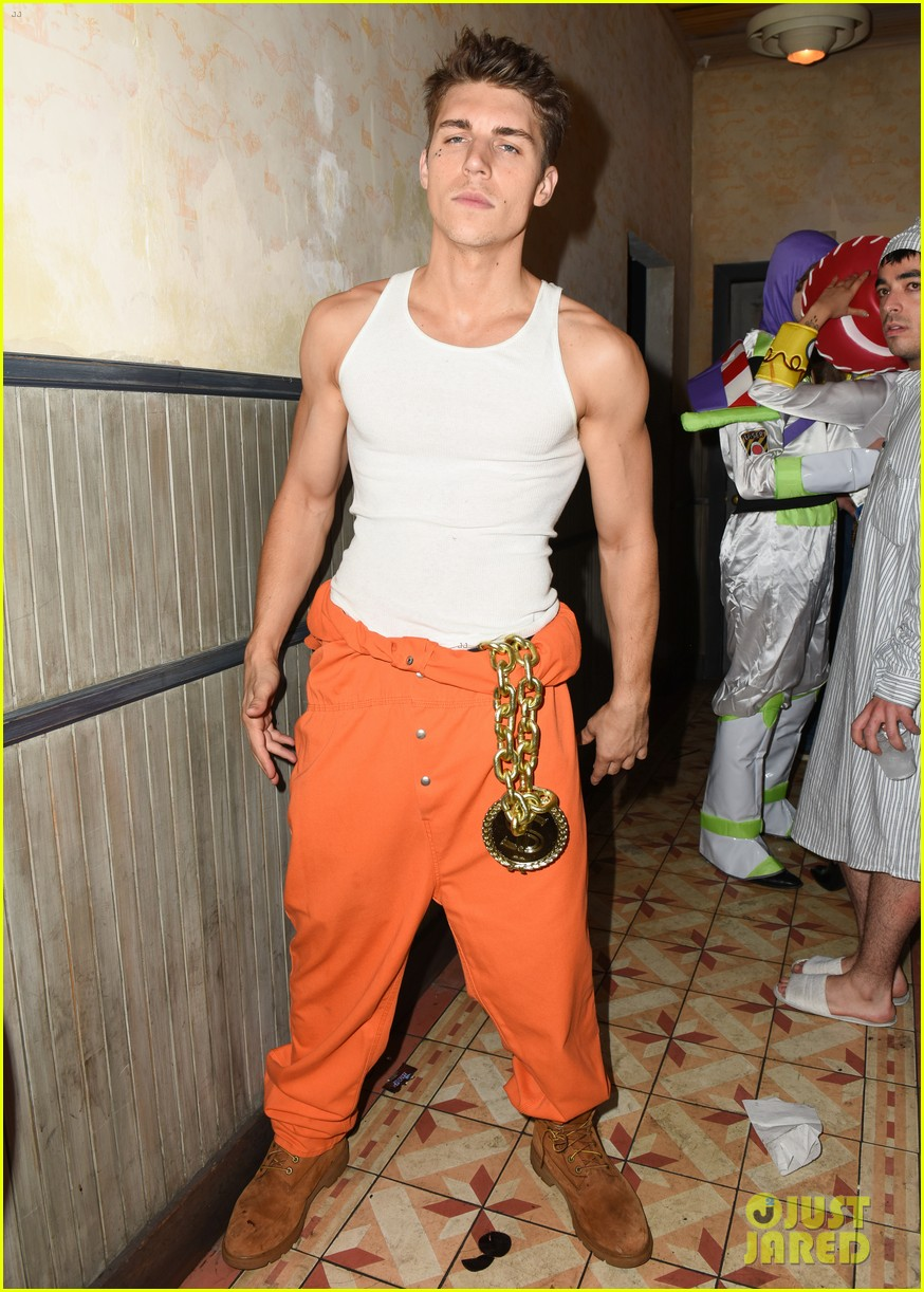cody christian dylan sprayberry just jared halloween party 01