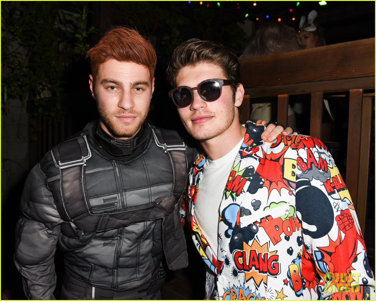 cody christian dylan sprayberry just jared halloween party 04
