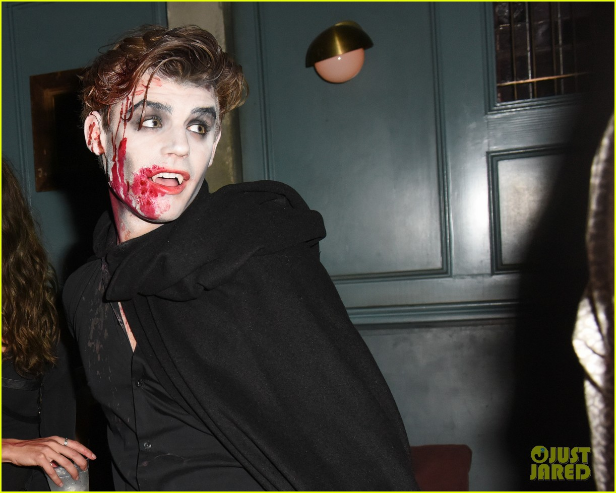 cody christian dylan sprayberry just jared halloween party 12