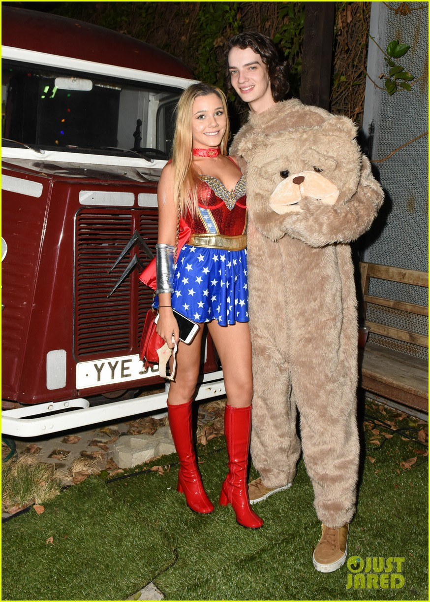 cody christian dylan sprayberry just jared halloween party 13