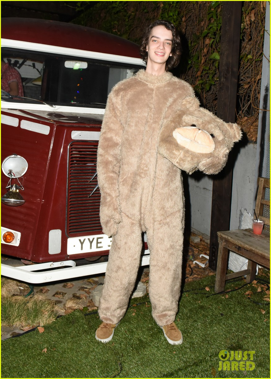 cody christian dylan sprayberry just jared halloween party 14