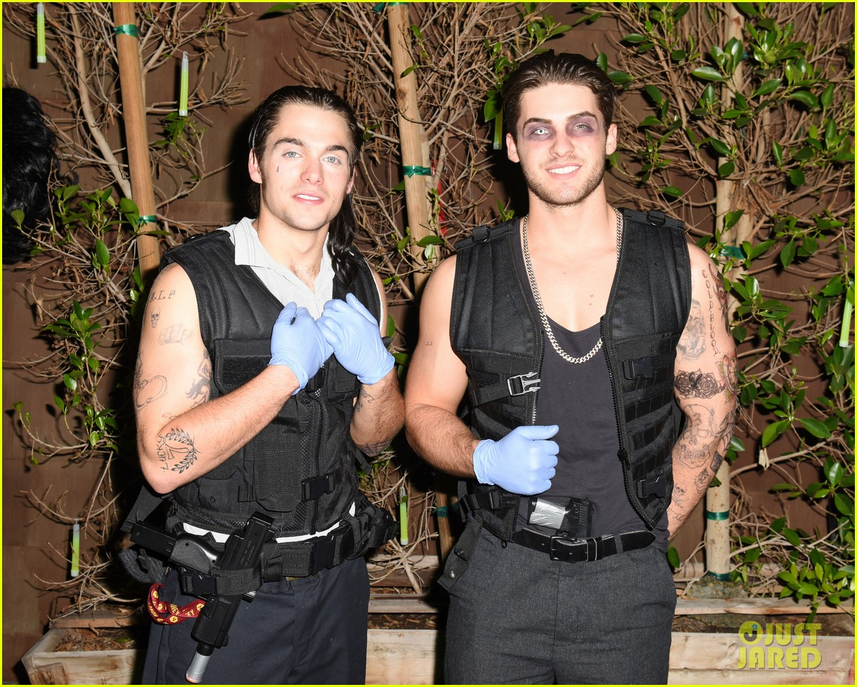 cody christian dylan sprayberry just jared halloween party 16