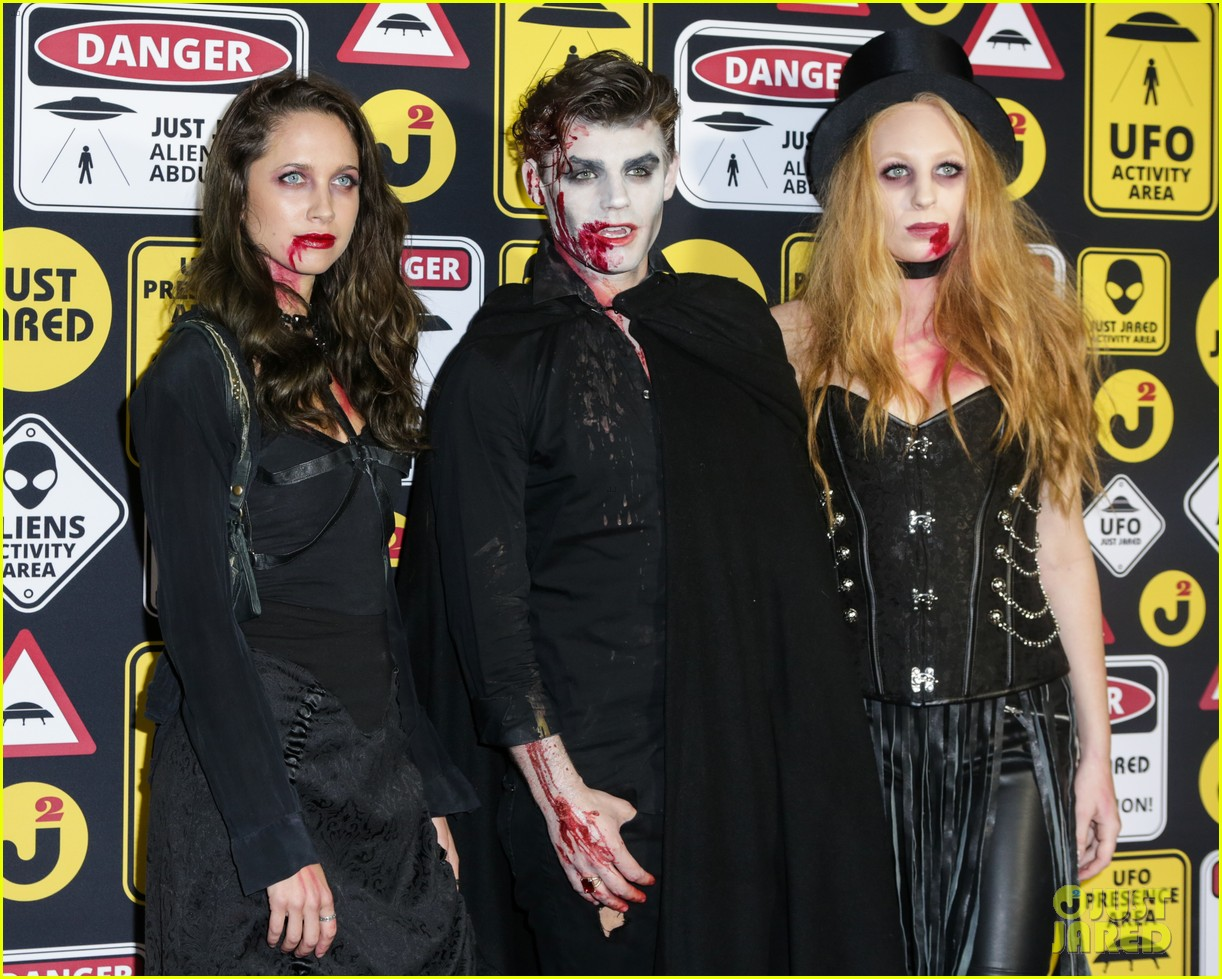 cody christian dylan sprayberry just jared halloween party 18