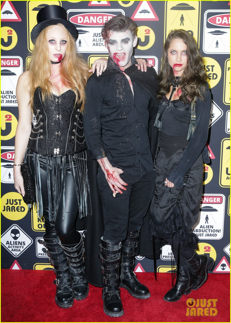 cody christian dylan sprayberry just jared halloween party 21