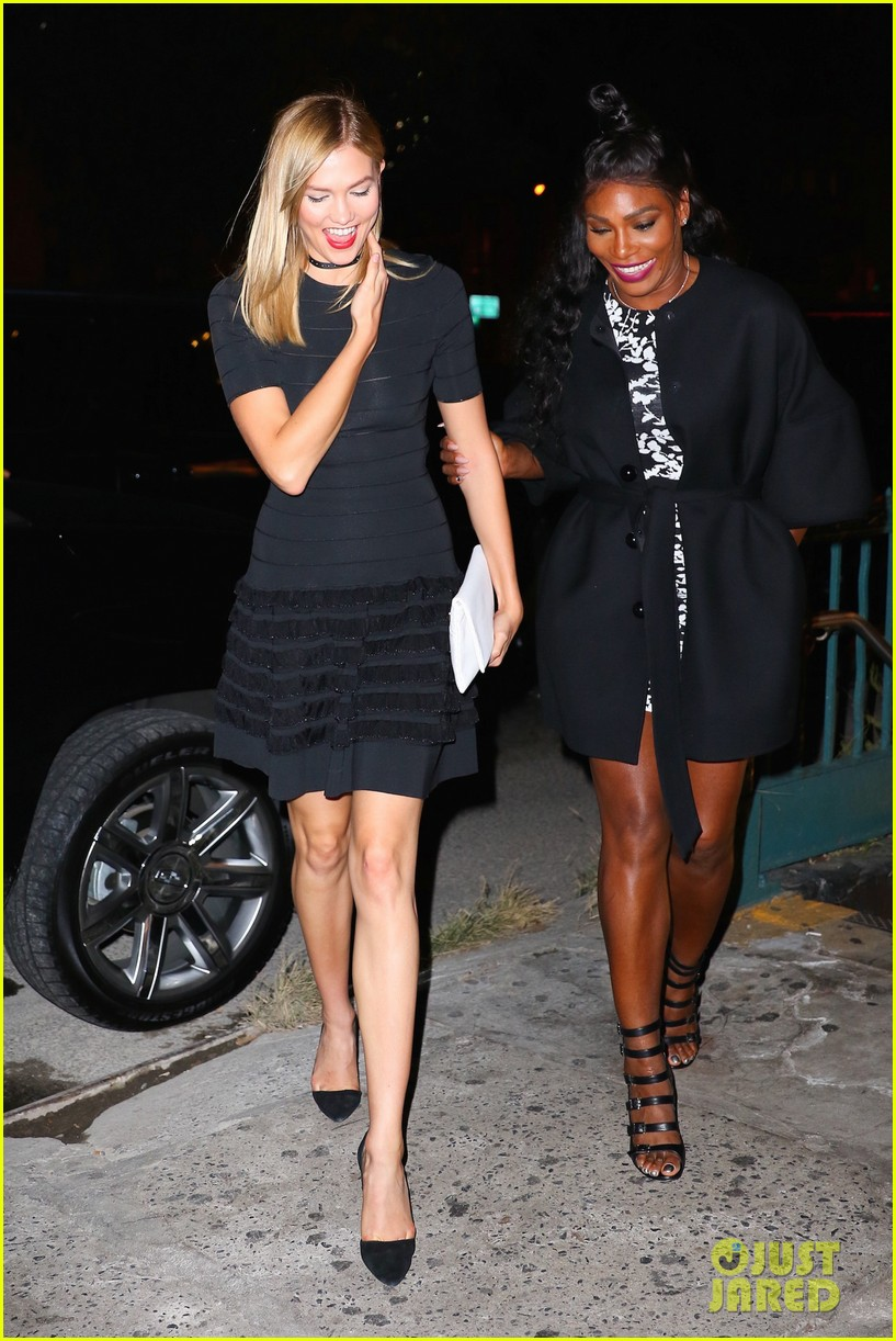 taylor swift goes to a concert with serena williams karlie kloss 01