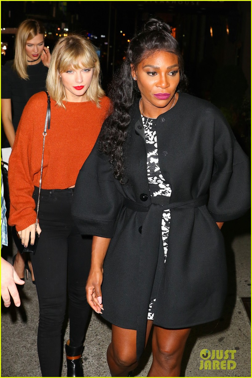 taylor swift goes to a concert with serena williams karlie kloss 02