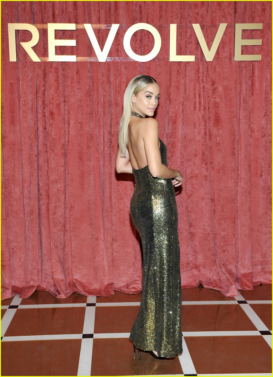 hailey baldwin chanel iman and olivia culpo make it a ladies night at revolve winter formal 35