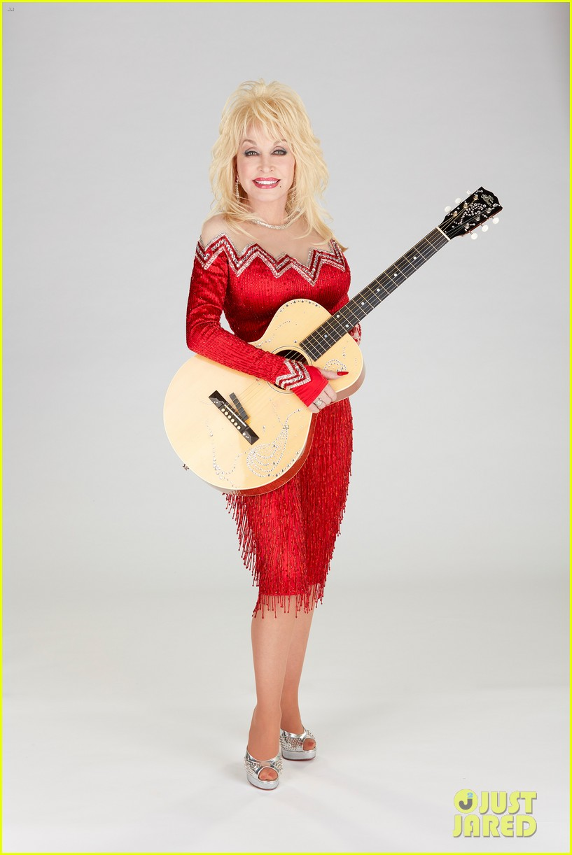 dolly parton goes behind the scenes of her christmas special 03