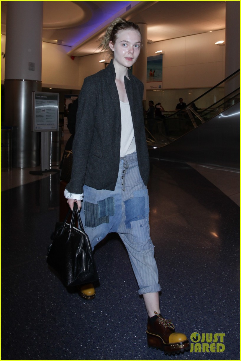 elle fanning super busy new film lax arrival pics 01