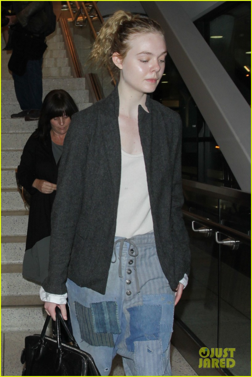 elle fanning super busy new film lax arrival pics 10