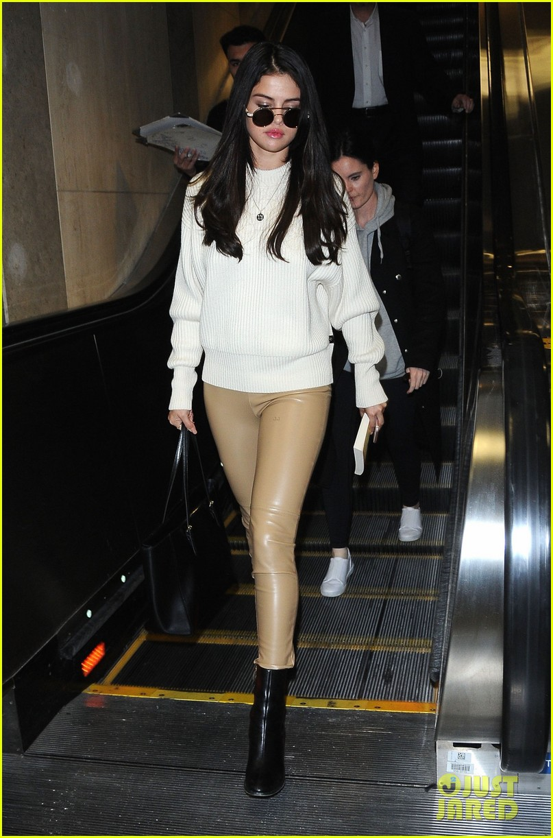 selena gomez arrives lax airport 07