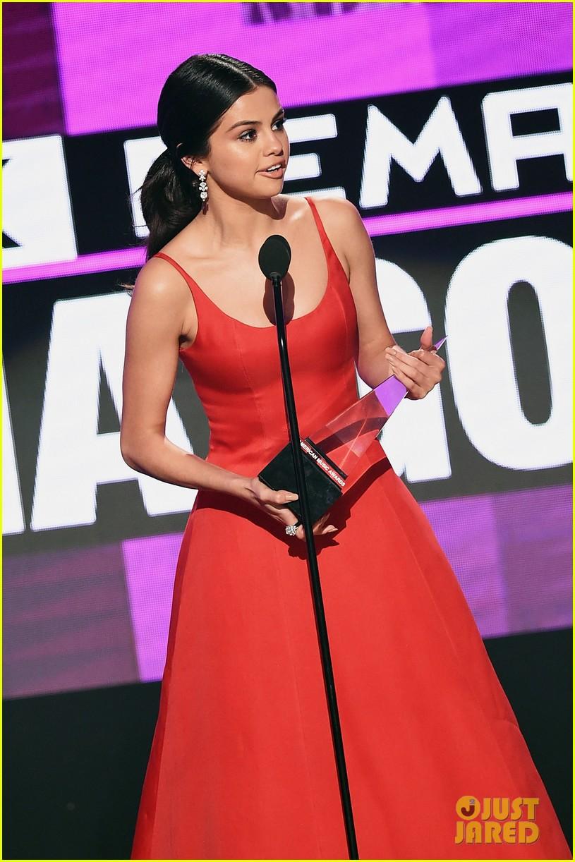 selena gomez amas acceptance speech 02