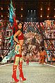 kendall jenner slays the runway during victorias secret fashion show 2016 15