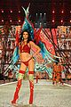kendall jenner slays the runway during victorias secret fashion show 2016 16