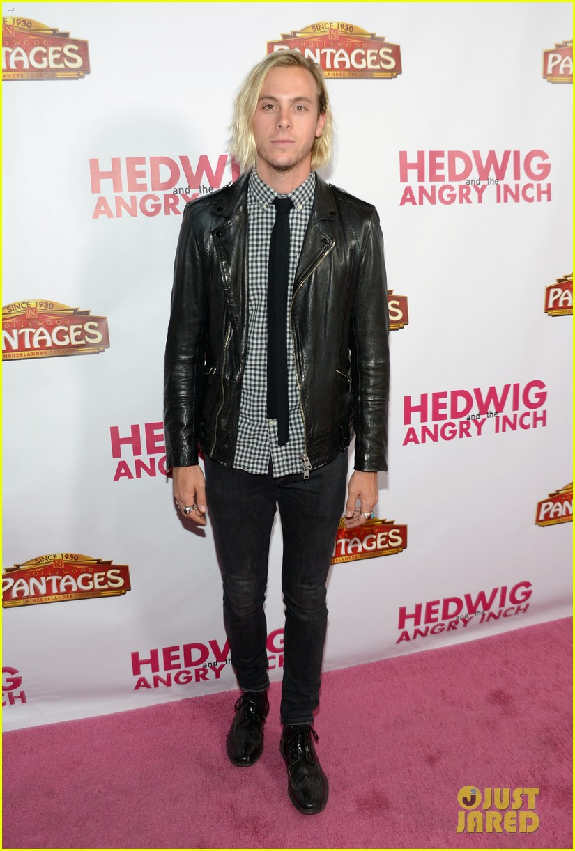 taylor lautner riker lynch hedwig opening night 09