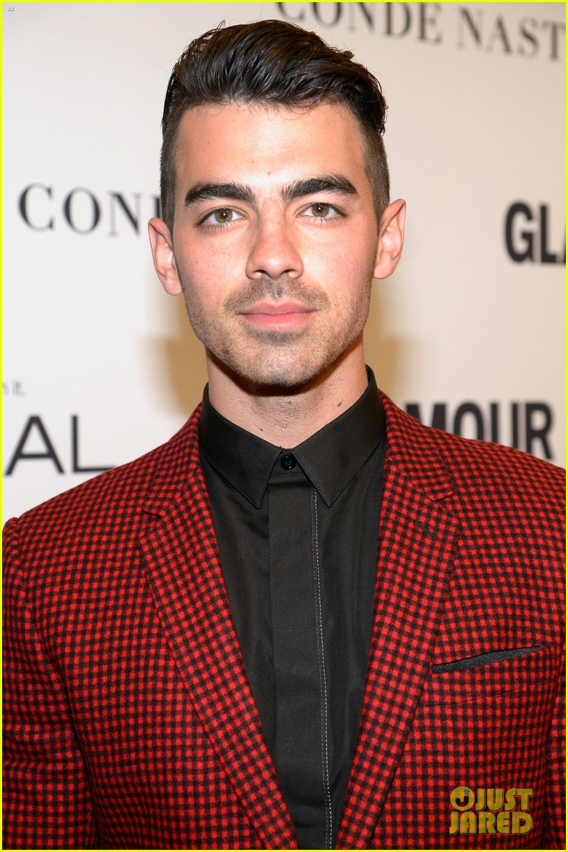 demi lovato and joe jonas celebrate girl power at glamour event 01