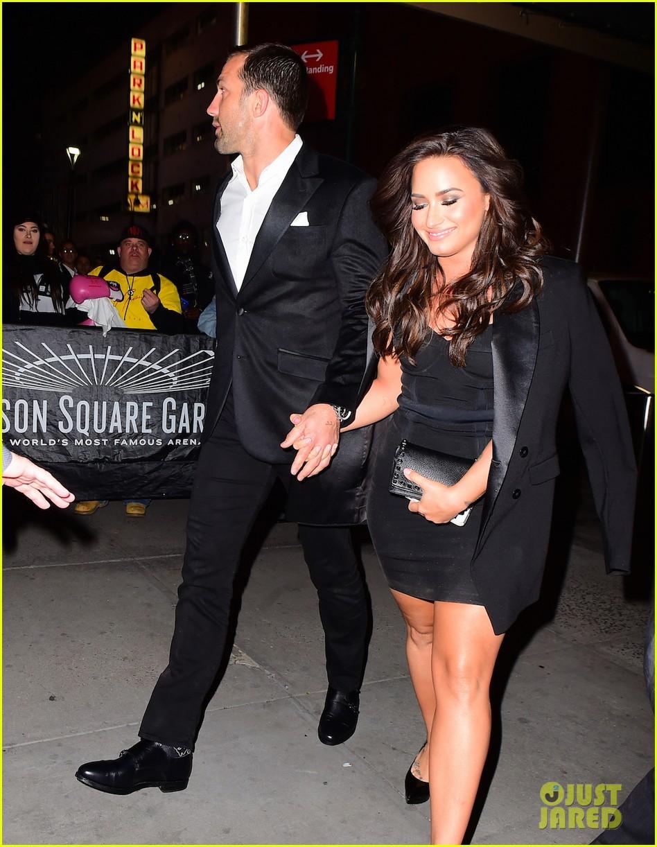 Demi Lovato Luke Rockhold Hold Hands Arriving At Ufc Fight