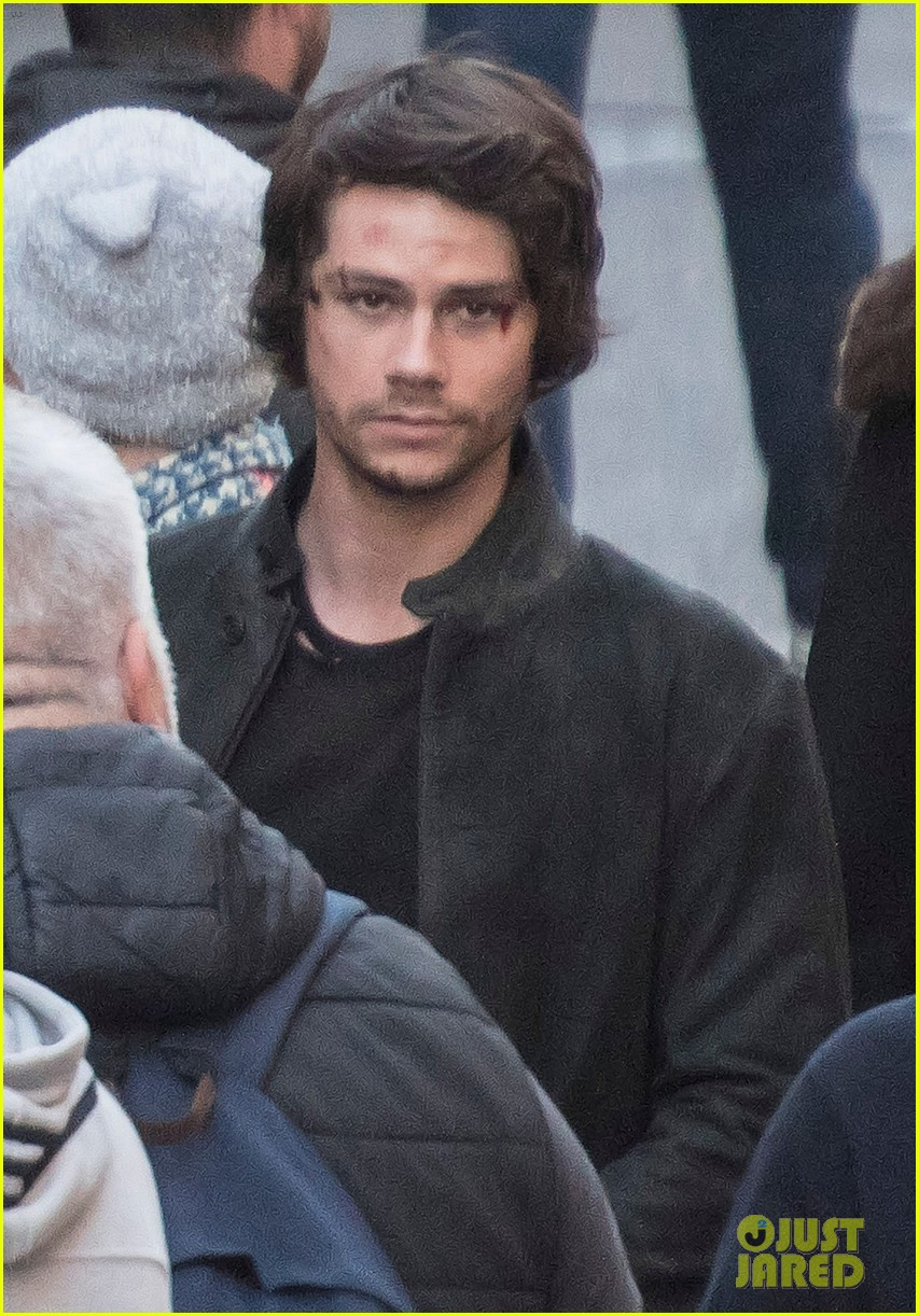 dylan obrien spotted on set for first time since accident 01