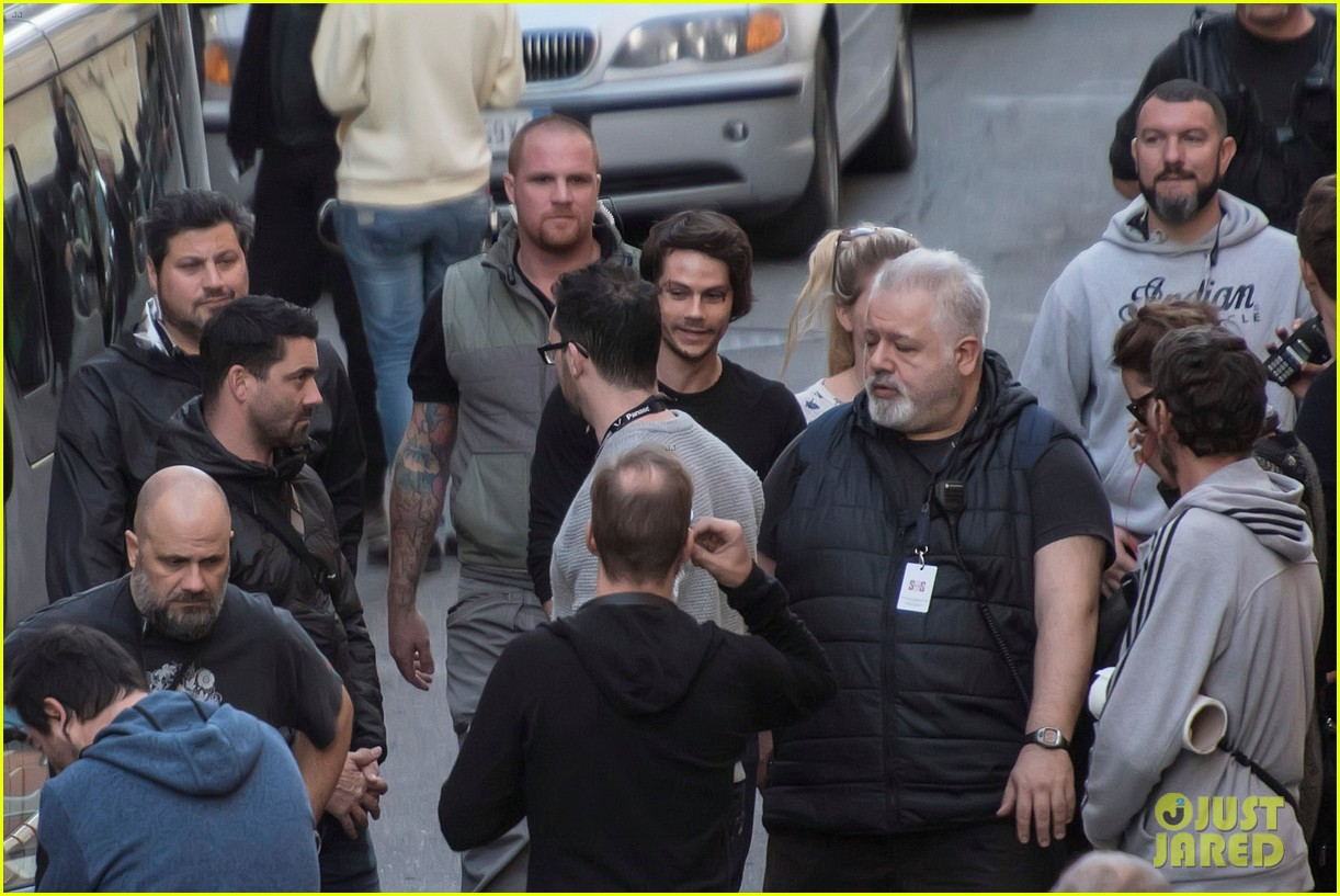 dylan obrien spotted on set for first time since accident 34