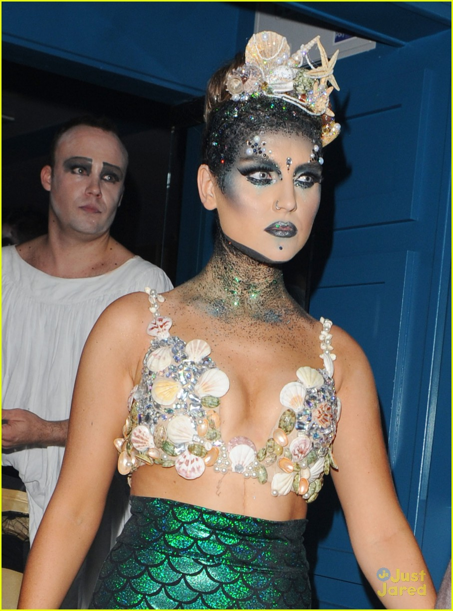 perrie edwards mermaid second halloween costume 03