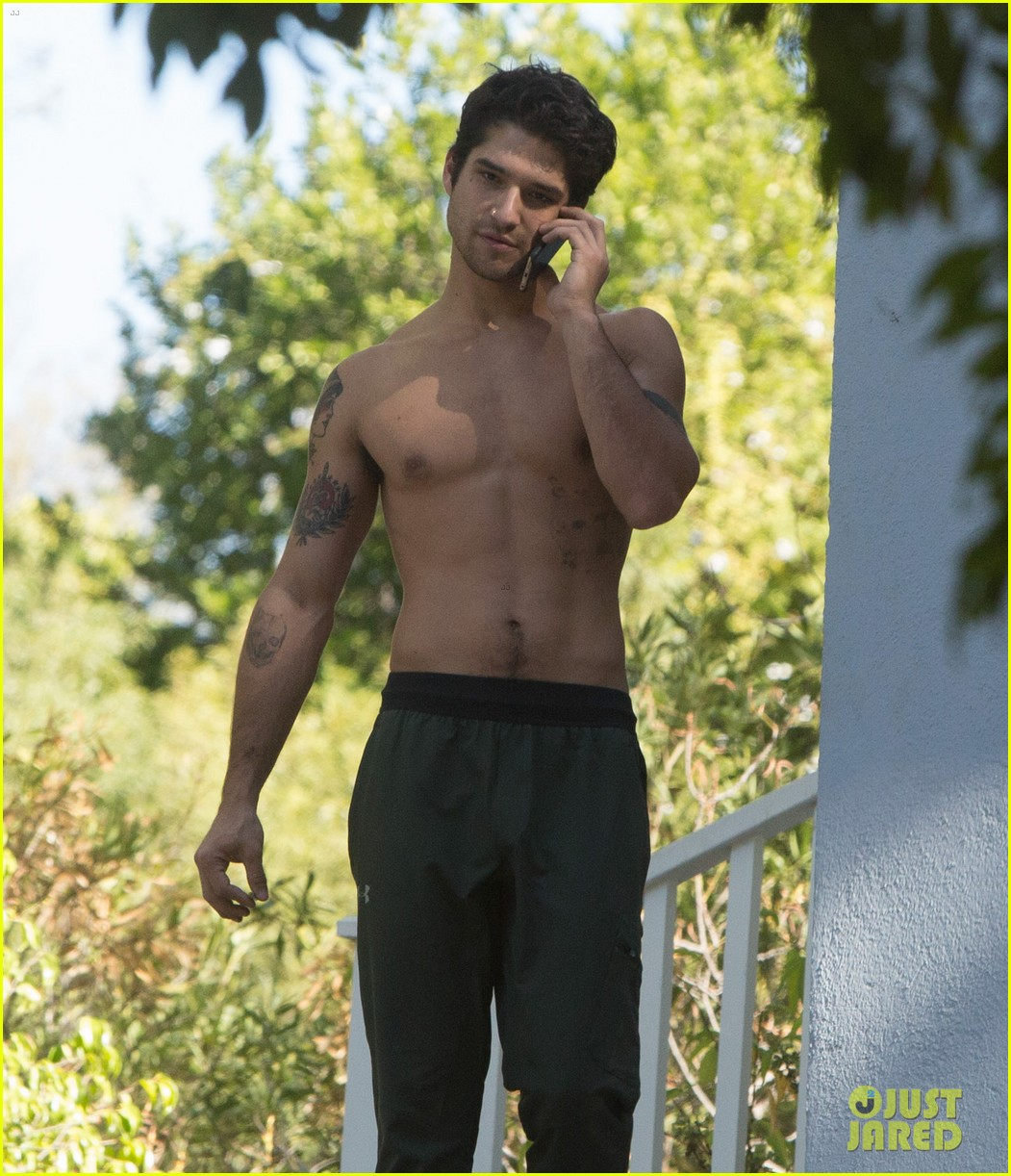 Tyler Posey Ditches His Shirt In La Photo 1048412