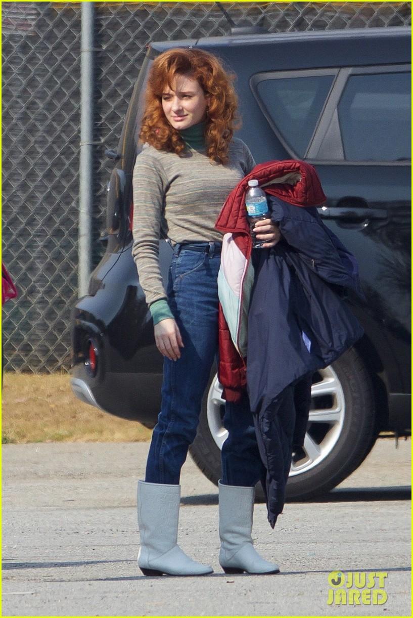 stranger things cast starts shooting season two 16